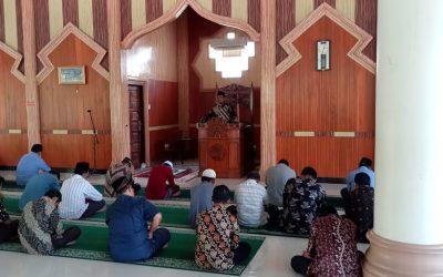 Dekan Fakultas Syariah IAIN Langsa Dr. Zulfikar, MA memberikan Kuliah Zuhur Hari Ke-9 Ramadhan 1442 H